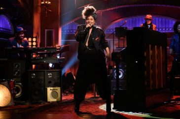 Alicia Keys Performs Live on NBC's Saturday Night Live